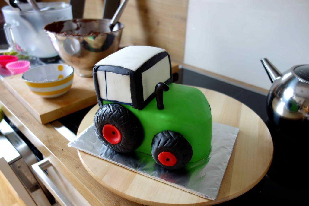 Ein Besonderes Geburtstagsgeschenk Ein Traktor Als Motivtorte