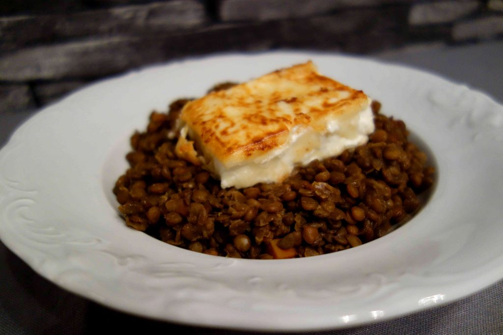 gebackener Schafskäse mit Honiglinsen, baked feta with honey lentils