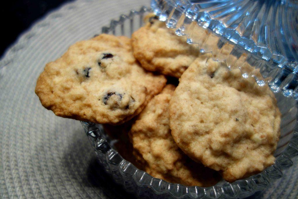 vegane Cookies mit Mandeln und Cranberries