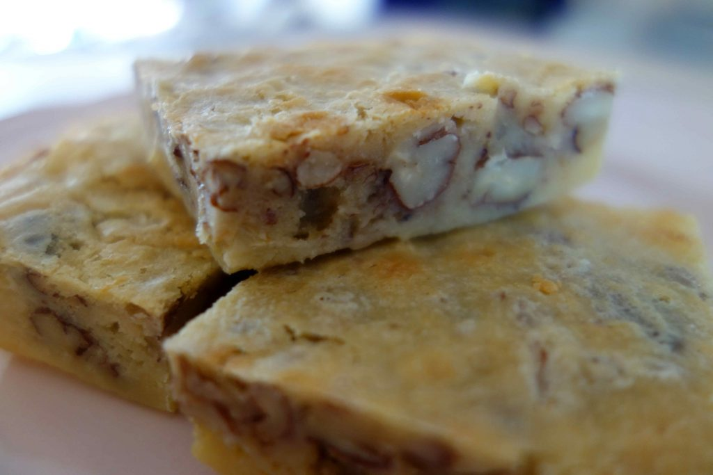 Blondies mit Pekannüssen
