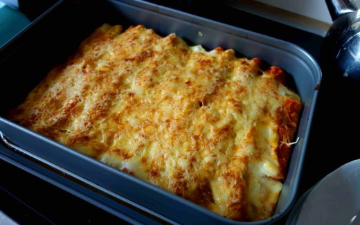 Cannelloni mit vegetarischer Bolognese, Cannelloni with vegetarian Bolognese