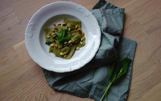 vegane Bärlauchravioli mit Pilzfüllung, Vegan Wild Garlic Ravioli With Mushroom Filling