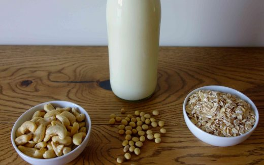 DIY Pflanzenmilch: Sojamilch, Hafermilch und Nussmilch einfach selber mache; DIY Plant Milk: Soy Milk, Oat Milk and Nut Milk easily made at home