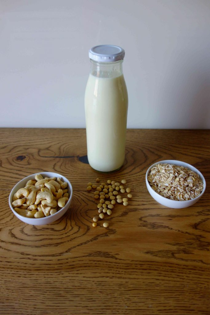 DIY Pflanzenmilch: Sojamilch, Hafermilch und Nussmilch einfach selber machen; DIY Plant Milk: Soy Milk, Oat Milk and Nut Milk easily made at home