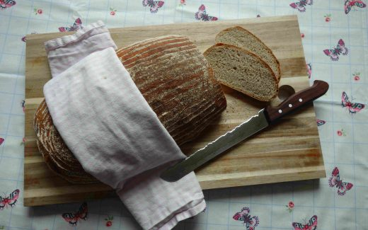 rustikales Landbrot mit Dinkel- und Emmervollkornmehl, Rustic Cottage Loaf With Spelt And Emmer