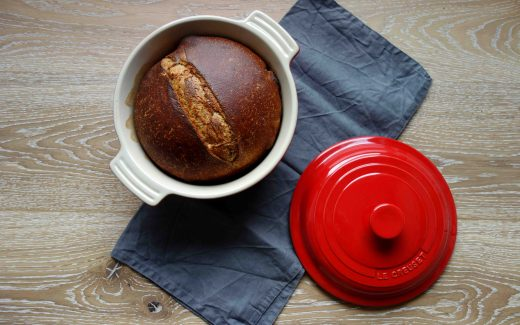 Dinkelvollkornbrot aus dem Topf, whole spelt bread baked in a pot