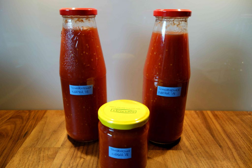 rustic homemade tomato sauce