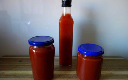 Hagebuttenkonfitüre und -sirup, Rosehip Jam And Syrup