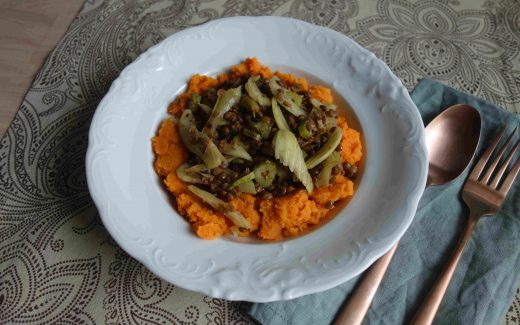 Linsen mit Fenchel auf Süßkartoffelstampf, Lentils With Fennel On Mashed Sweet Potatoes