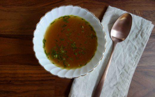 Gemüsebrühe für mehr Nachhaltigkeit in der Küche, Scrap Broth For More Sustainability In The Kitchen